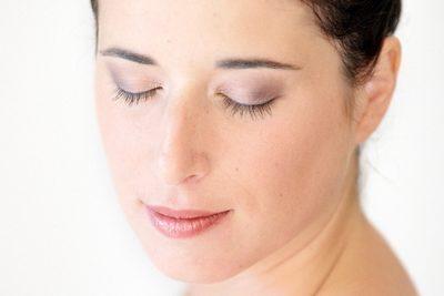 maquillage frais de maquilleuse professionnelle